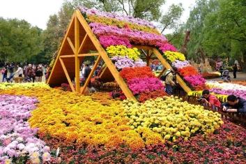西安曲江新区立体花坛引领绿色雕塑新潮流